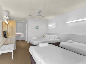 Guestroom at Camden Motor Inn in Mermaid Beach