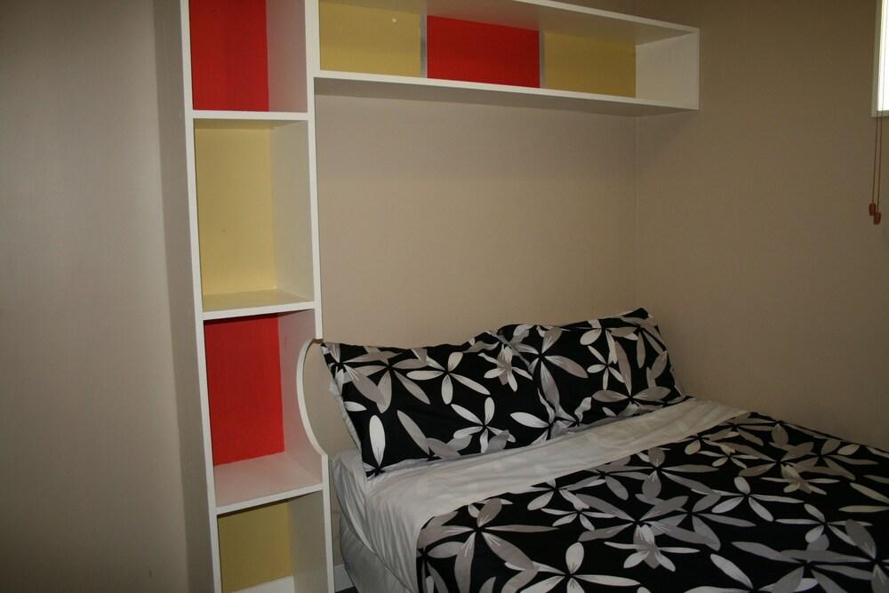 어스트레이 모텔 앤드 백팩커스(Astray Motel & Backpackers) Hotel Image 5 - Guestroom