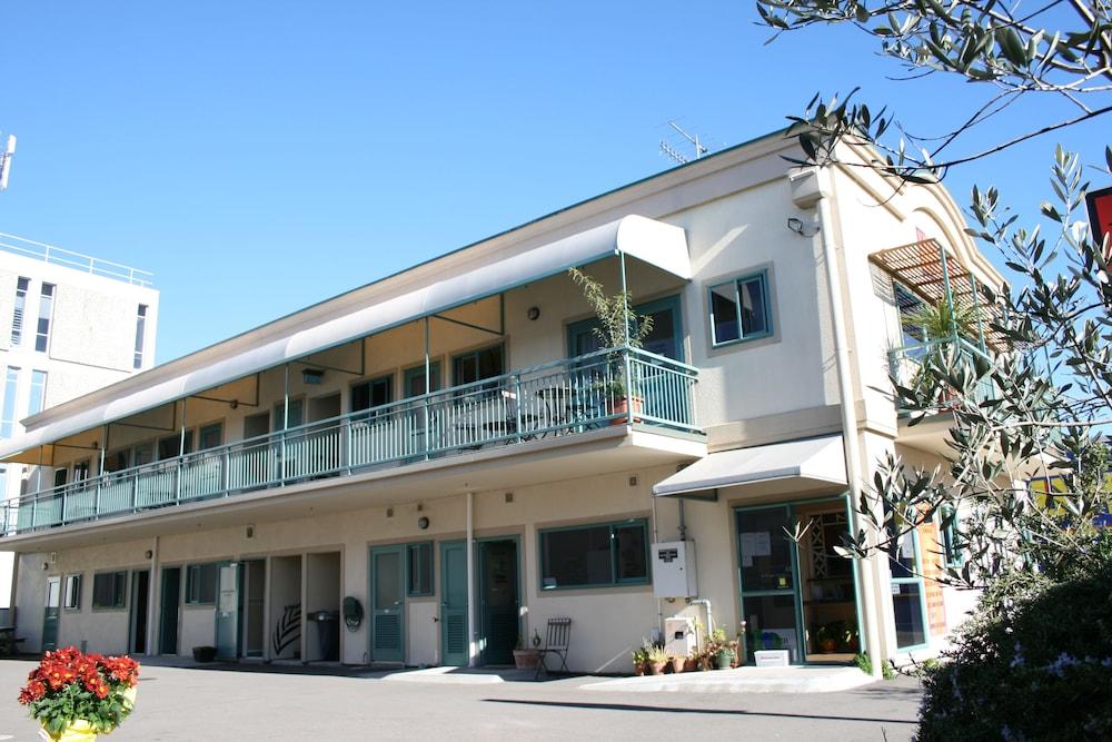 어스트레이 모텔 앤드 백팩커스(Astray Motel & Backpackers) Hotel Image 55 - Hotel Front