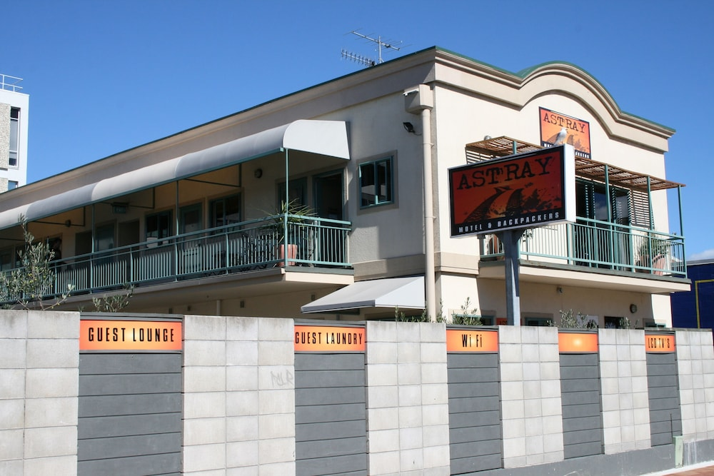 어스트레이 모텔 앤드 백팩커스(Astray Motel & Backpackers) Hotel Image 56 - Hotel Front