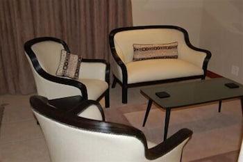 https://i.travelapi.com/hotels/5000000/4320000/4316700/4316676/20b9e38f_b.jpg