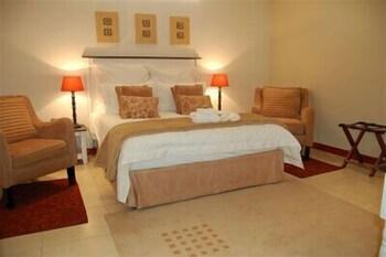 https://i.travelapi.com/hotels/5000000/4320000/4316700/4316676/aa37fcf4_b.jpg