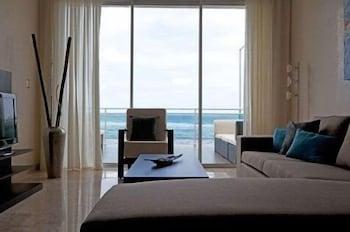 워터마크 럭셔리 오션프런트 올 스위트 호텔(Watermark Luxury Oceanfront All Suite Hotel) Hotel Image 4 - Living Area