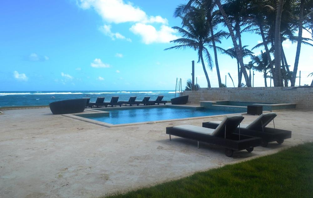 워터마크 럭셔리 오션프런트 올 스위트 호텔(Watermark Luxury Oceanfront All Suite Hotel) Hotel Image 2 - Pool