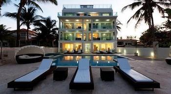 워터마크 럭셔리 오션프런트 올 스위트 호텔(Watermark Luxury Oceanfront All Suite Hotel) Hotel Image 0 - Featured Image