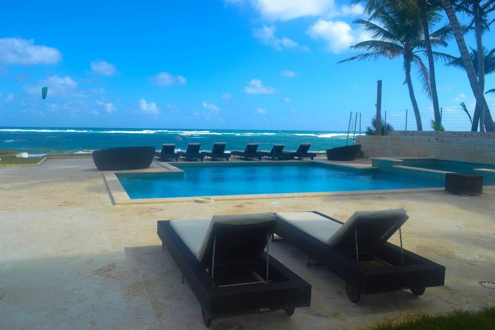 워터마크 럭셔리 오션프런트 올 스위트 호텔(Watermark Luxury Oceanfront All Suite Hotel) Hotel Image 1 - Pool
