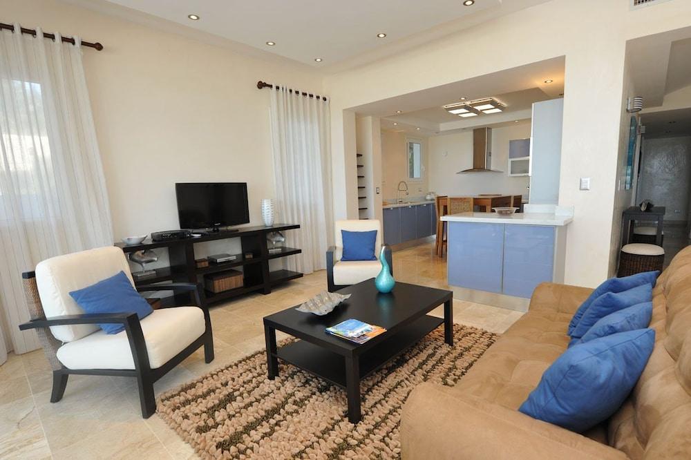 워터마크 럭셔리 오션프런트 올 스위트 호텔(Watermark Luxury Oceanfront All Suite Hotel) Hotel Image 5 - Living Area