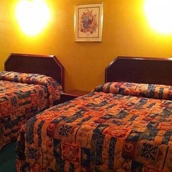 리젠시 인 볼드 노브(Regency Inn Bald Knob) Hotel Image 6 - Guestroom