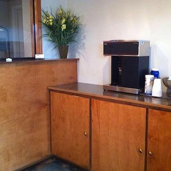 리젠시 인 볼드 노브(Regency Inn Bald Knob) Hotel Image 11 - Breakfast Area