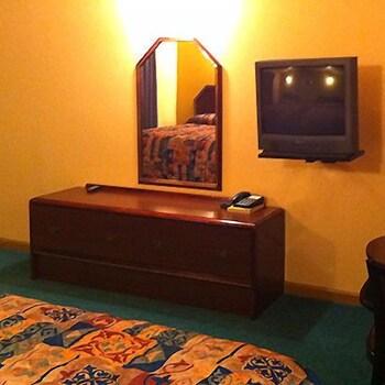 리젠시 인 볼드 노브(Regency Inn Bald Knob) Hotel Image 5 - Guestroom