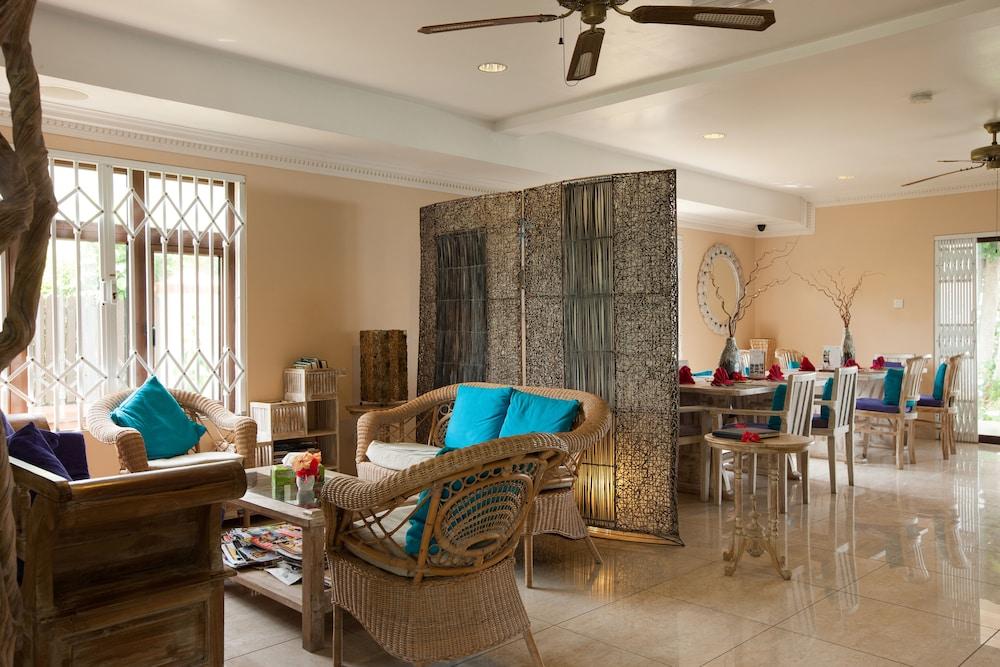 르 릴렉스 비치 하우스 - 라 디구에(Le Relax Beach House - La Digue) Hotel Image 1 - Lobby Sitting Area