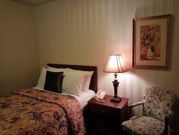 Economy Room, 1 Twin Bed, Shared Bathroom