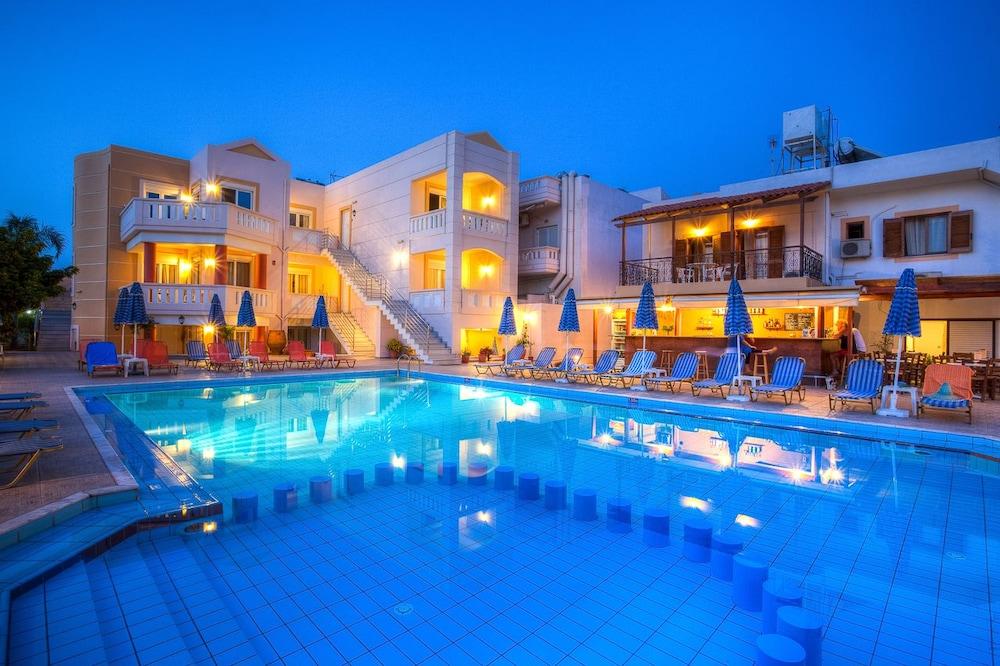 아르테미스 아파트먼트(Artemis Apartments) Hotel Image 54 - Outdoor Pool