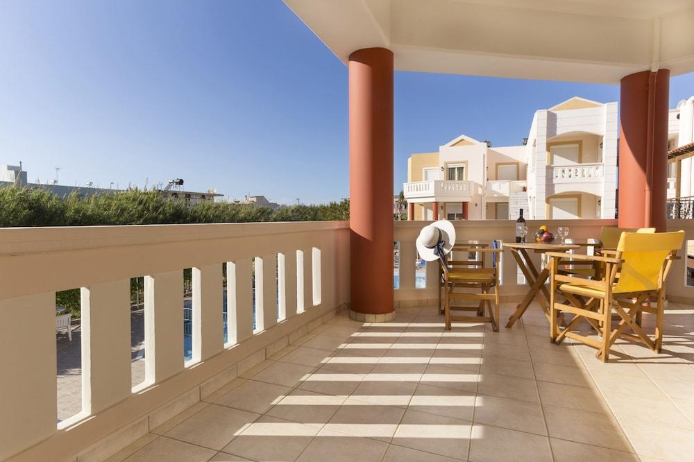 아르테미스 아파트먼트(Artemis Apartments) Hotel Image 38 - Balcony