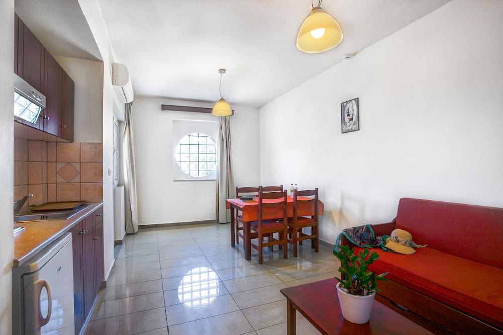 아르테미스 아파트먼트(Artemis Apartments) Hotel Image 22 - Living Area