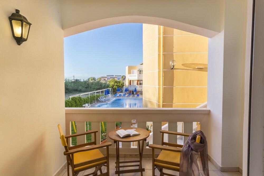 아르테미스 아파트먼트(Artemis Apartments) Hotel Image 39 - Balcony