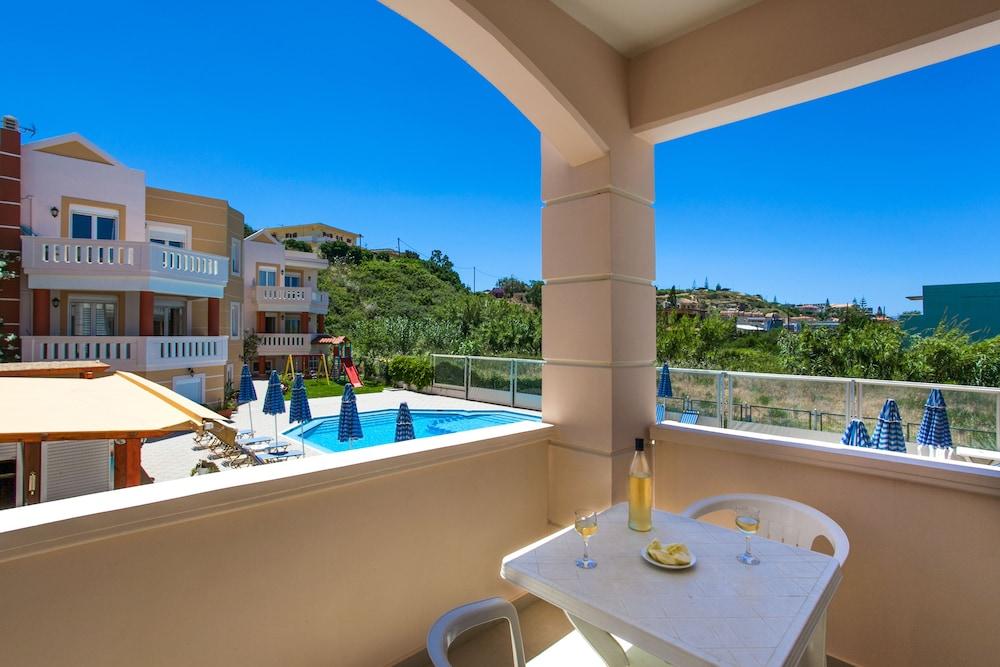 아르테미스 아파트먼트(Artemis Apartments) Hotel Image 35 - Balcony