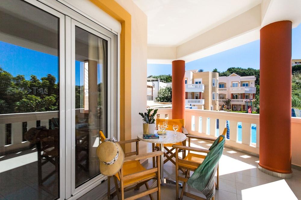 아르테미스 아파트먼트(Artemis Apartments) Hotel Image 36 - Balcony