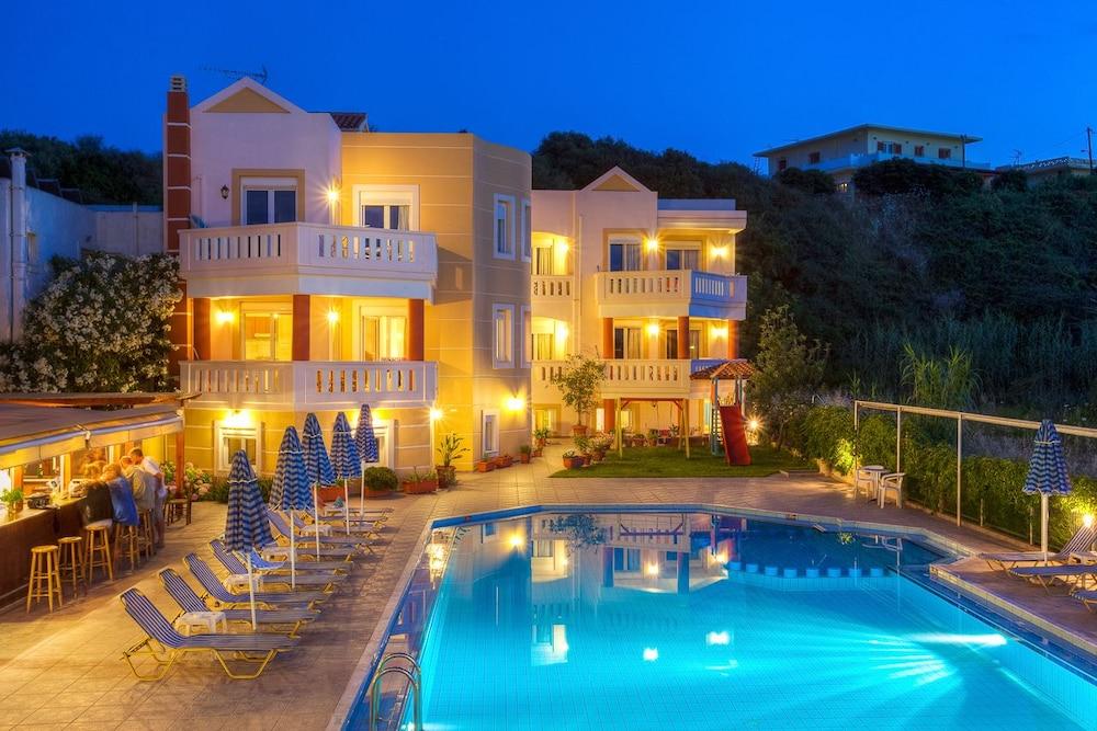 아르테미스 아파트먼트(Artemis Apartments) Hotel Image 56 - Outdoor Pool