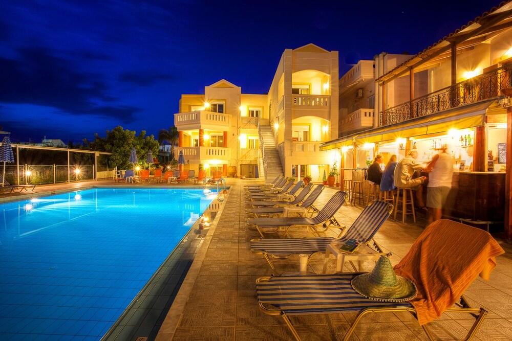 아르테미스 아파트먼트(Artemis Apartments) Hotel Image 59 - Poolside Bar