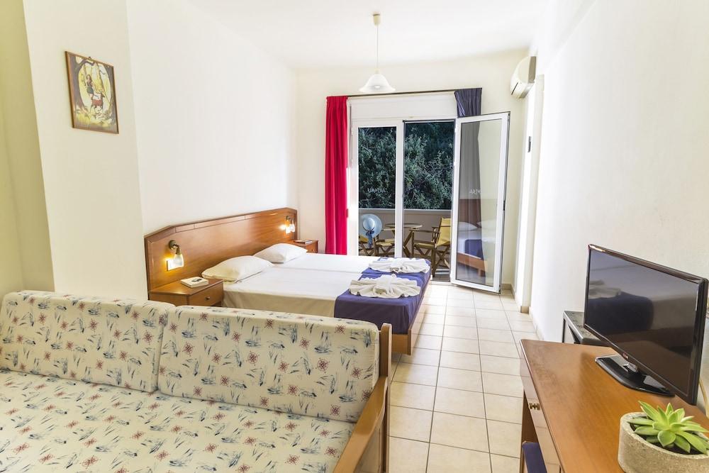 아르테미스 아파트먼트(Artemis Apartments) Hotel Image 44 - Guestroom View