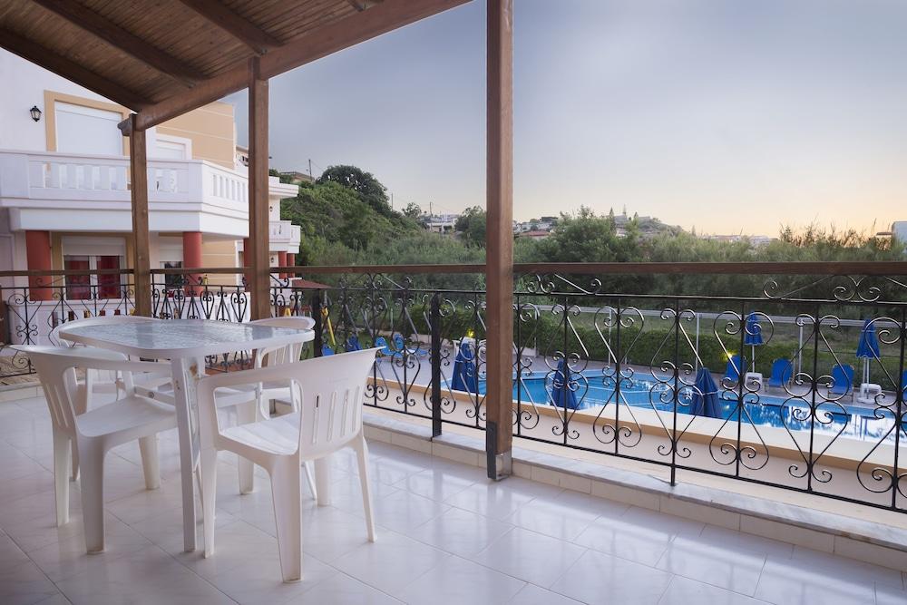 아르테미스 아파트먼트(Artemis Apartments) Hotel Image 41 - Balcony
