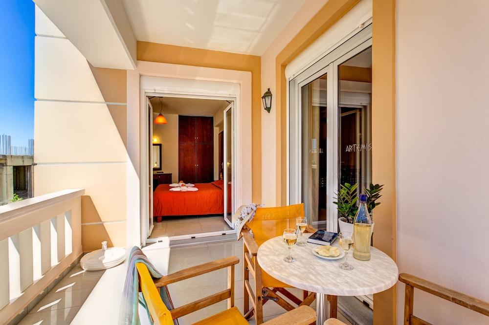 아르테미스 아파트먼트(Artemis Apartments) Hotel Image 37 - Balcony