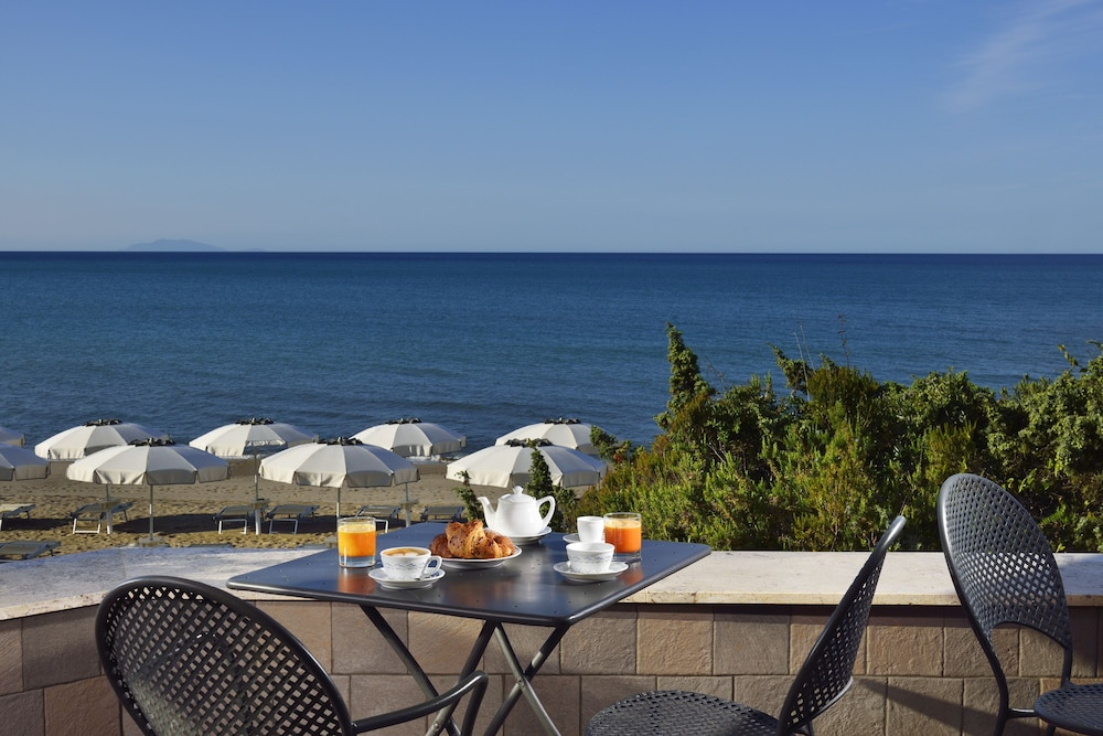 리바 델 솔레 리조트 앤드 스파(Riva del Sole Resort & Spa) Hotel Image 43 - Hotel Bar