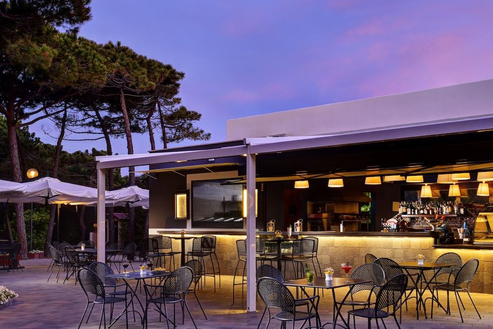 리바 델 솔레 리조트 앤드 스파(Riva del Sole Resort & Spa) Hotel Image 44 - Hotel Bar