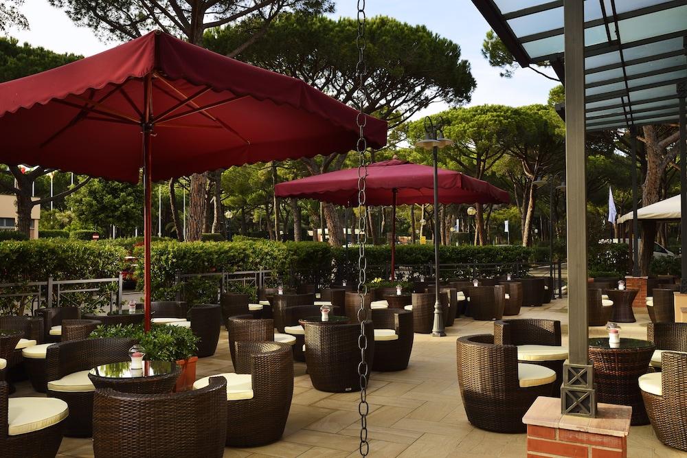 리바 델 솔레 리조트 앤드 스파(Riva del Sole Resort & Spa) Hotel Image 45 - Hotel Bar