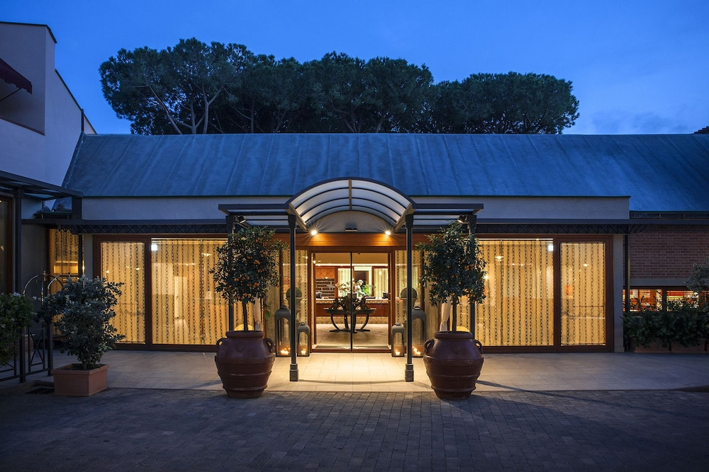 리바 델 솔레 리조트 앤드 스파(Riva del Sole Resort & Spa) Hotel Image 51 - Hotel Entrance