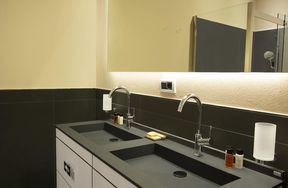 리바 델 솔레 리조트 앤드 스파(Riva del Sole Resort & Spa) Hotel Image 17 - Bathroom Sink