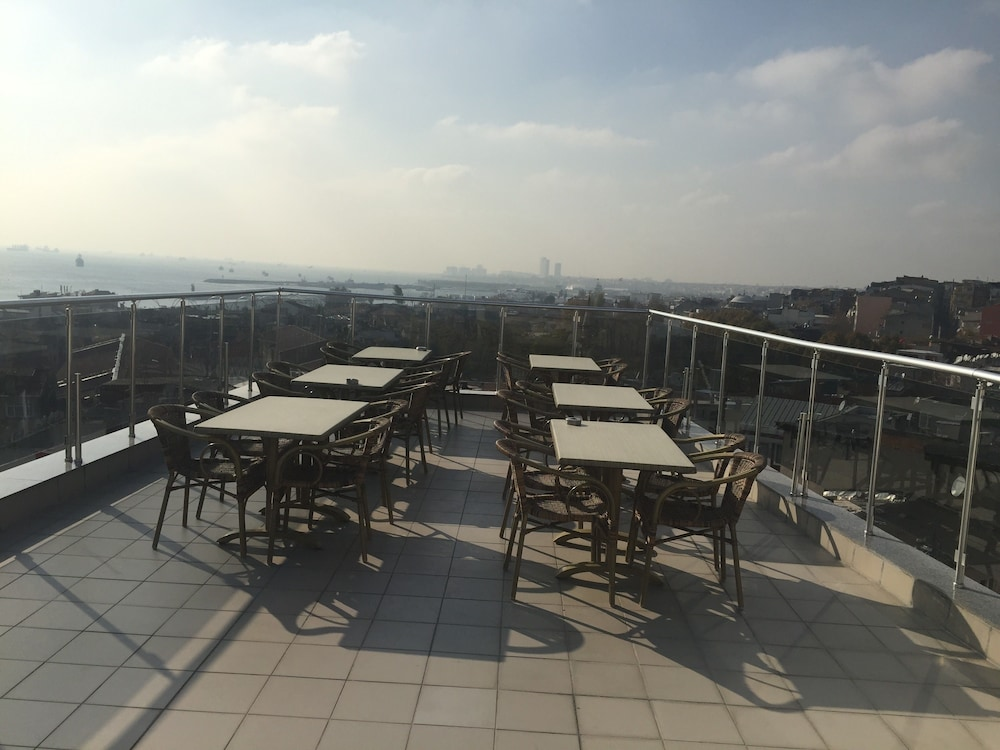 술탄 팰리스 호텔(Sultan Palace Hotel) Hotel Image 56 - Terrace/Patio