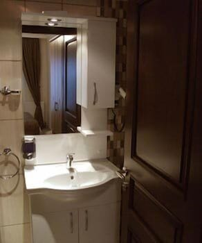 술탄 팰리스 호텔(Sultan Palace Hotel) Hotel Image 41 - Bathroom Sink