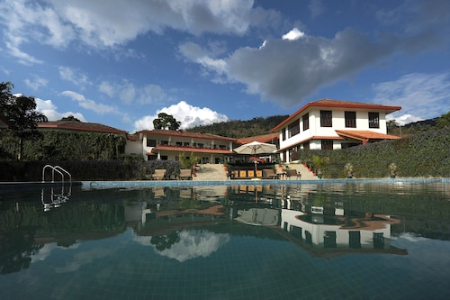 . Amritara Ambatty Greens Resort