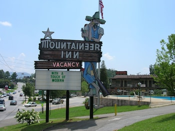 Hotel - The Mountaineer Inn