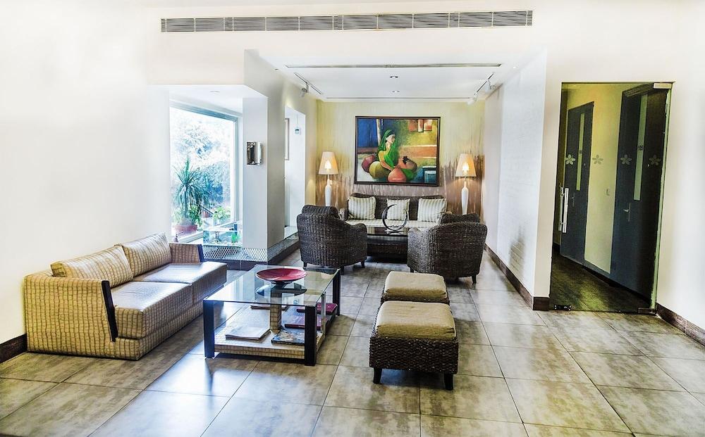 만트라 아말타스(Mantra Amaltas) Hotel Image 1 - Lobby Sitting Area