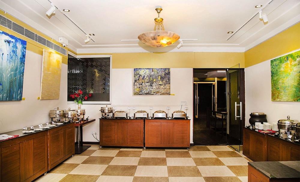 만트라 아말타스(Mantra Amaltas) Hotel Image 35 - Breakfast Area