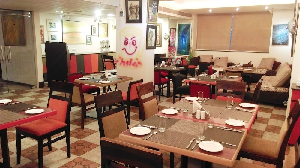 만트라 아말타스(Mantra Amaltas) Hotel Image 37 - Food Court