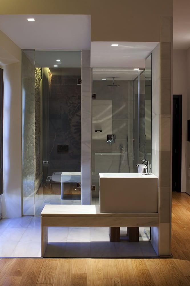 아이레 호텔 앤드 에인션트 배스(Aire Hotel & Ancient Baths) Hotel Image 44 - Bathroom