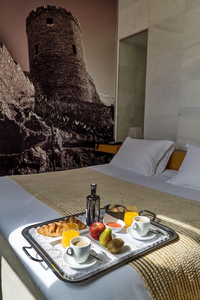 아이레 호텔 앤드 에인션트 배스(Aire Hotel & Ancient Baths) Hotel Image 35 - Room Service - Dining