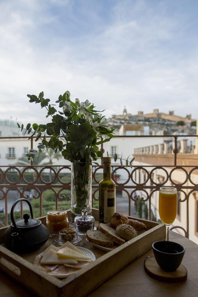 아이레 호텔 앤드 에인션트 배스(Aire Hotel & Ancient Baths) Hotel Image 36 - Room Service - Dining