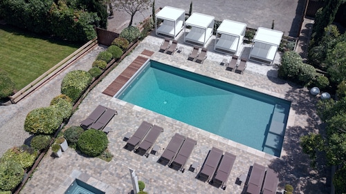 __{offers.Best_flights}__ Hôtel Montmorency