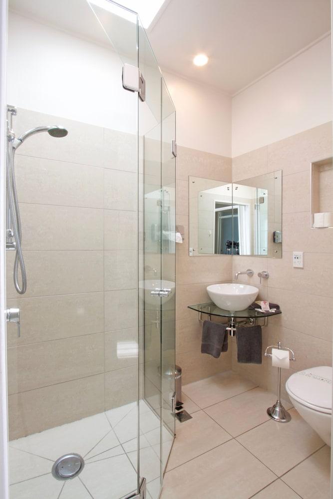 조지 스트리트 모텔 아파트먼트(이전 페리스 모텔)(George Street Motel Apartments (previously Farrys Motel)) Hotel Image 25 - Bathroom