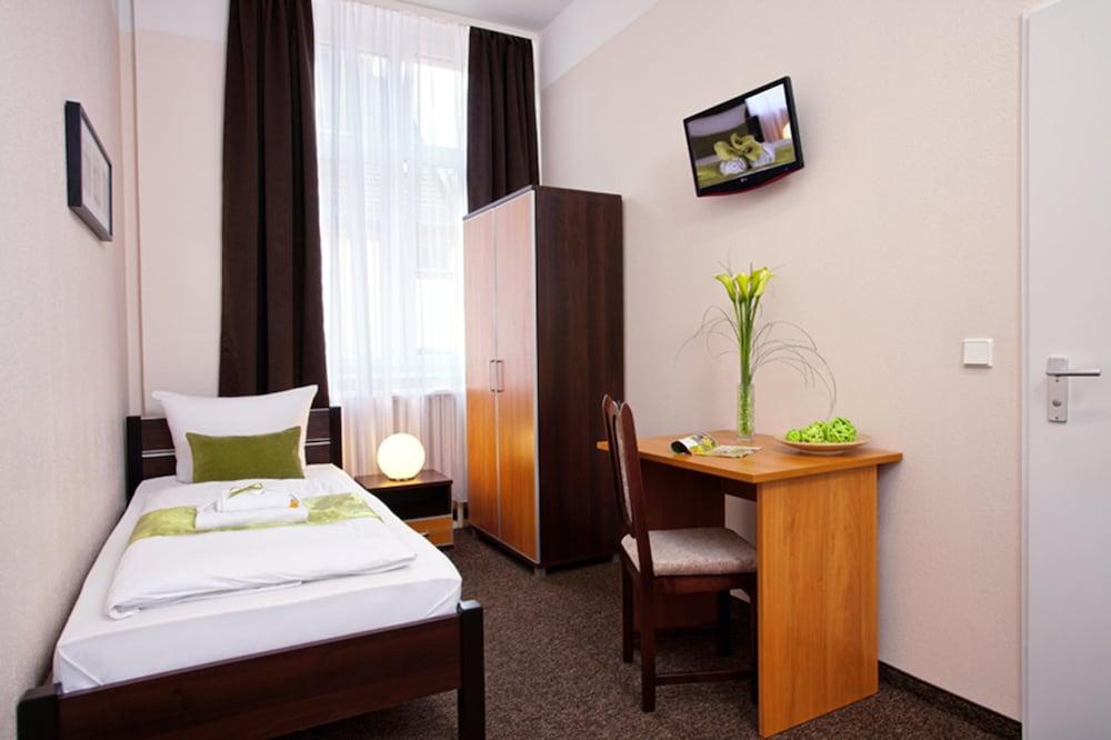 호텔 레벤스퀠 암 체크포인트 찰리 베를린(Hotel LebensQuelle am Checkpoint Charlie Berlin) Hotel Image 4 - Guestroom