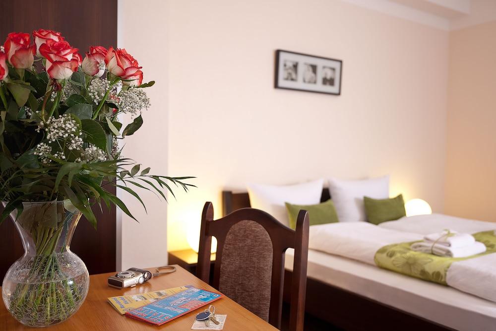 호텔 레벤스퀠 암 체크포인트 찰리 베를린(Hotel LebensQuelle am Checkpoint Charlie Berlin) Hotel Image 10 - Guestroom