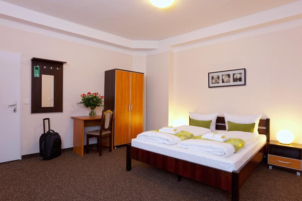 호텔 레벤스퀠 암 체크포인트 찰리 베를린(Hotel LebensQuelle am Checkpoint Charlie Berlin) Hotel Image 3 - Guestroom