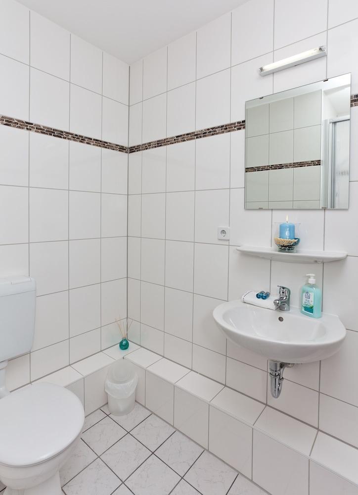 호텔 레벤스퀠 암 체크포인트 찰리 베를린(Hotel LebensQuelle am Checkpoint Charlie Berlin) Hotel Image 28 - Bathroom