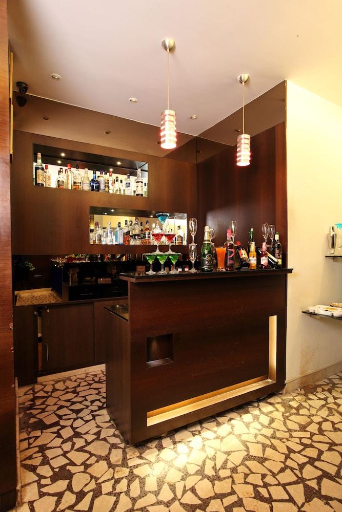 옥타브 호텔 & 스파 사르자푸르 로드(Octave Hotel & Spa Sarjapur Rd) Hotel Image 19 - Hotel Bar
