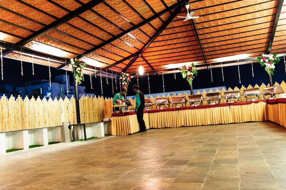 옥타브 호텔 & 스파 사르자푸르 로드(Octave Hotel & Spa Sarjapur Rd) Hotel Image 21 - Banquet Hall